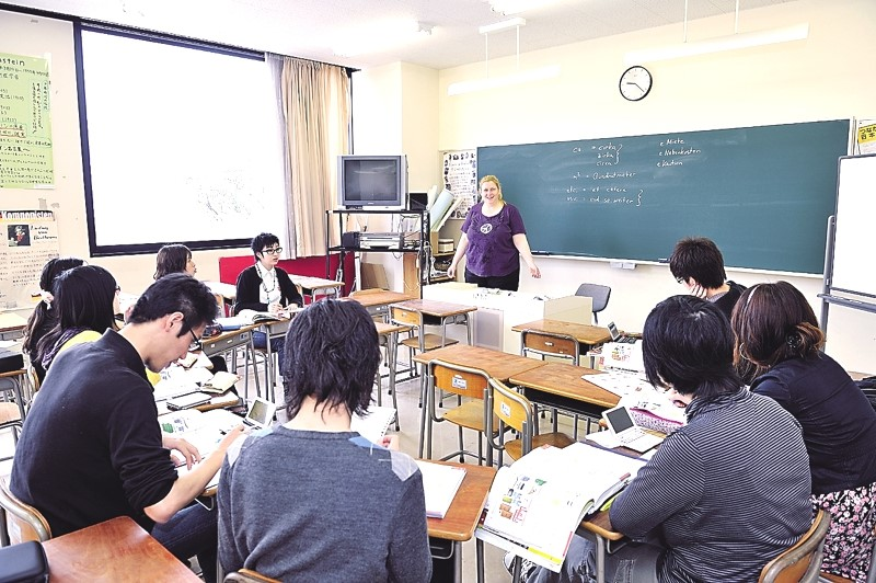 Japanese and international students study German with Professor Claudia Marra.