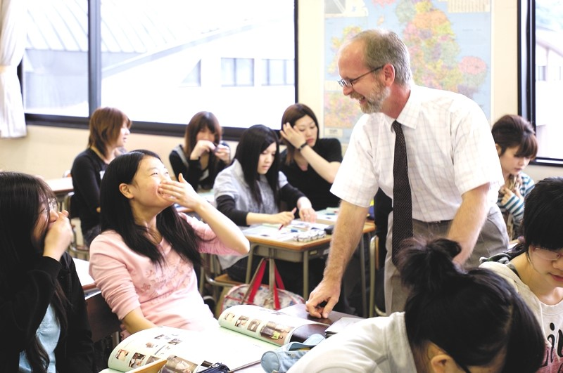 Professor Mark Tidemann instructs and entertains students in class.