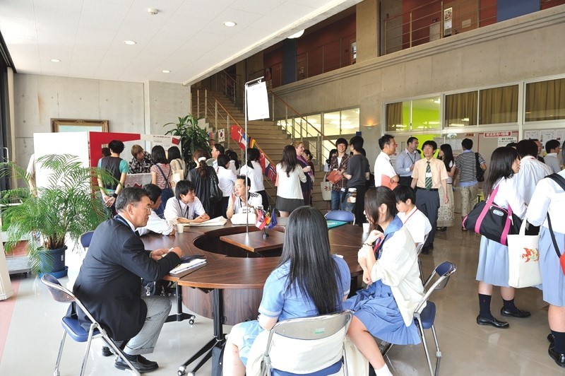 Faculty, staff, and prospective students mingle at an Open Campus event.
