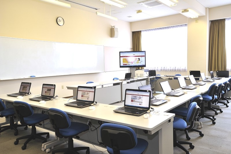 In addition to large computer classrooms, the Media Center also features small seminar rooms.