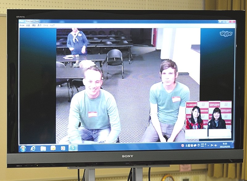 Japanese and American students participate in a teleconference (US side).