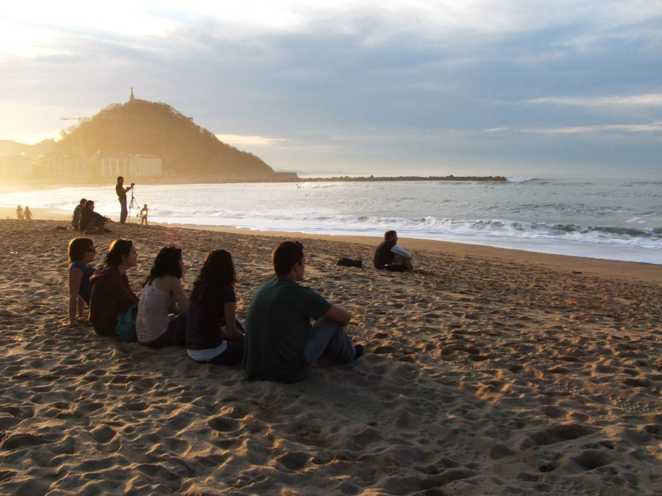 USAC students during a sunset in San Sebastian