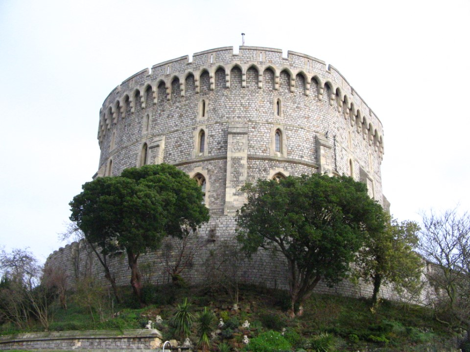 Windsor Castle, home to the Queen, is the oldest inhabited castle in the world. And it's only a short train or bus ride from Reading!