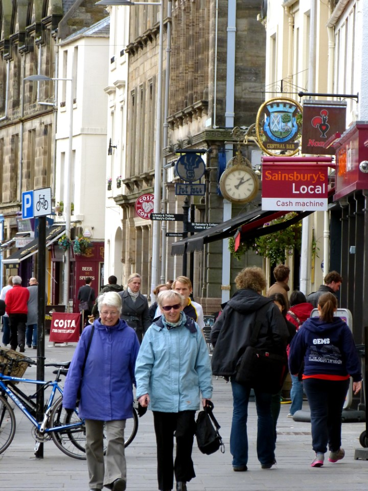 The town of St Andrews is small but lively, mixing together the architecture of old Scotland with the modern shops and amenities of today.