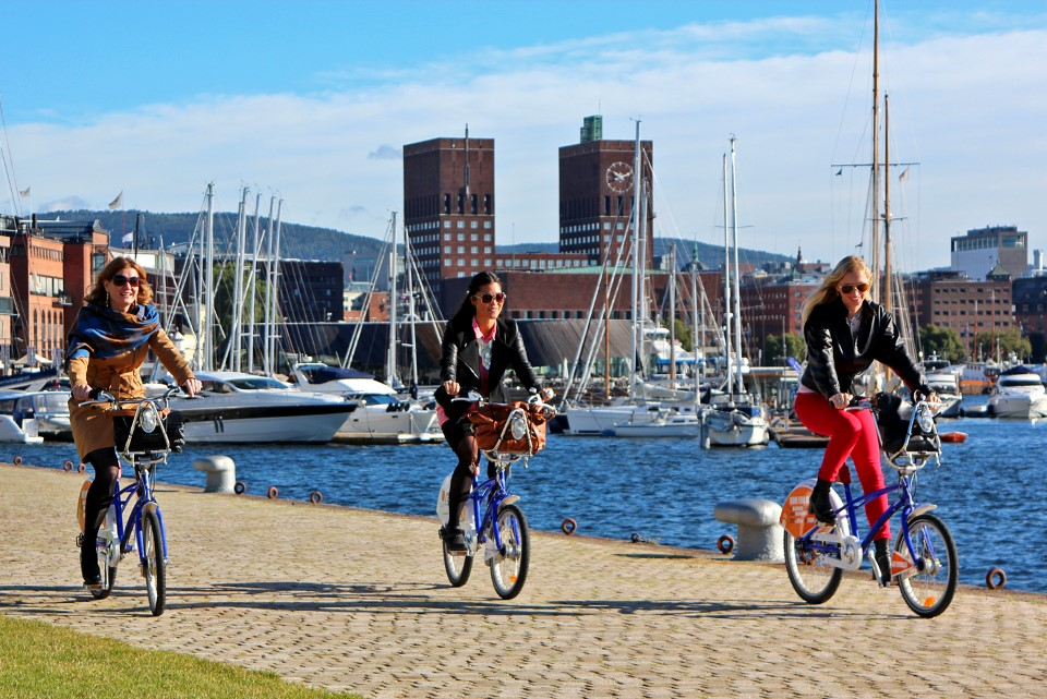 Stay fit and healthy riding on Oslo's bike paths with the Bysykkel, a free bicycle rental program offered by the city of Oslo in collaboration with Clear Channel. Registration costs about $15/year.