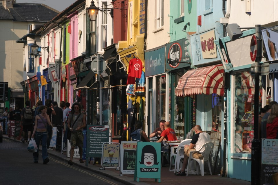 North Laine is the bohemian and cultural quarter of Brighton, with many shops, cafes, theaters, and museums to enjoy.