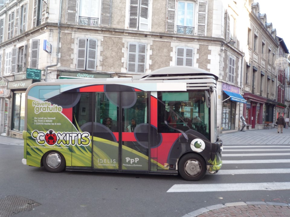 Coxitis, the free shuttle going to downtown Pau