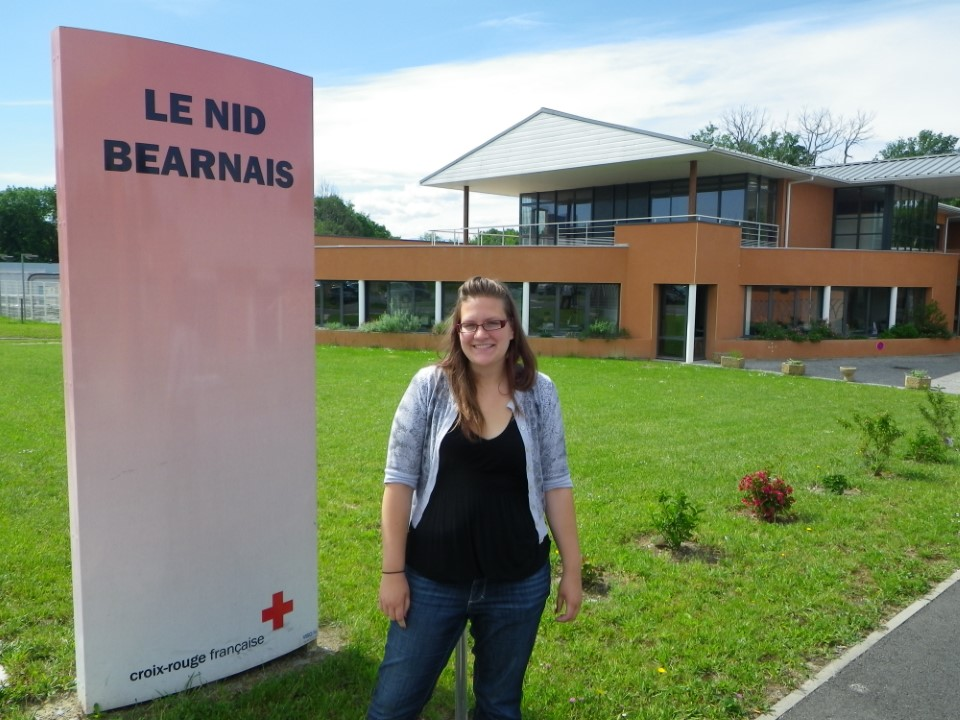 Mariah from UWEC in front of the Nid Bearnais center