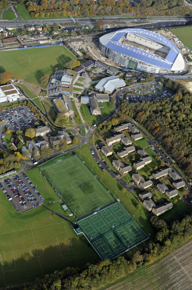 The University of Brighton is home to over 20,000 students studying across five different campuses.  </b>