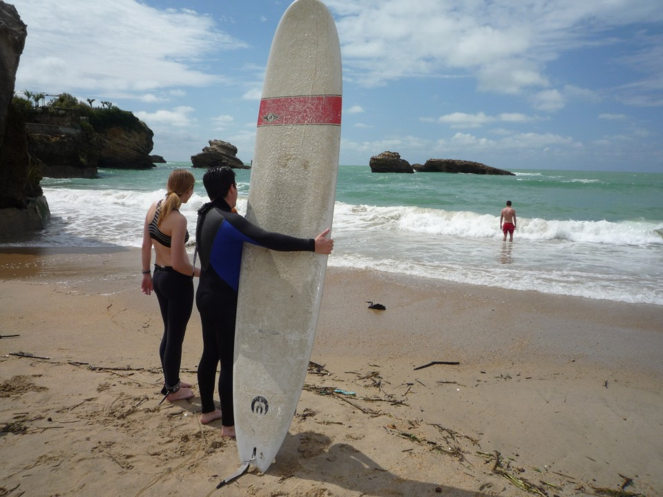 Biarritz is a hub for young surfers, like our 2 USAC students!