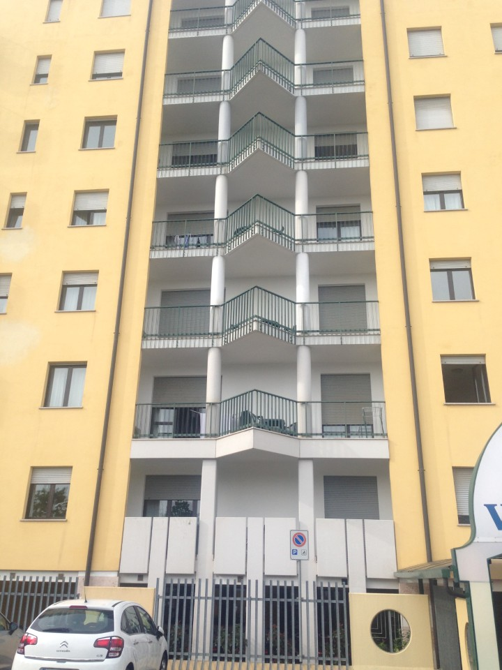 Multi room apartments available to share -- all with balcony!