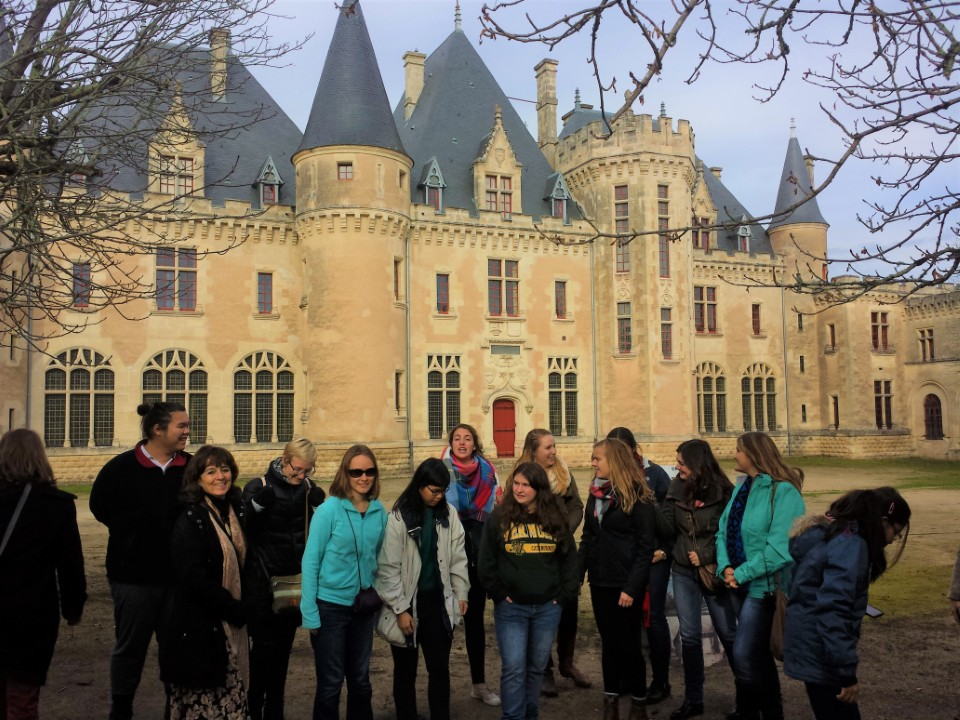 The literature students visited the Montaigne castle