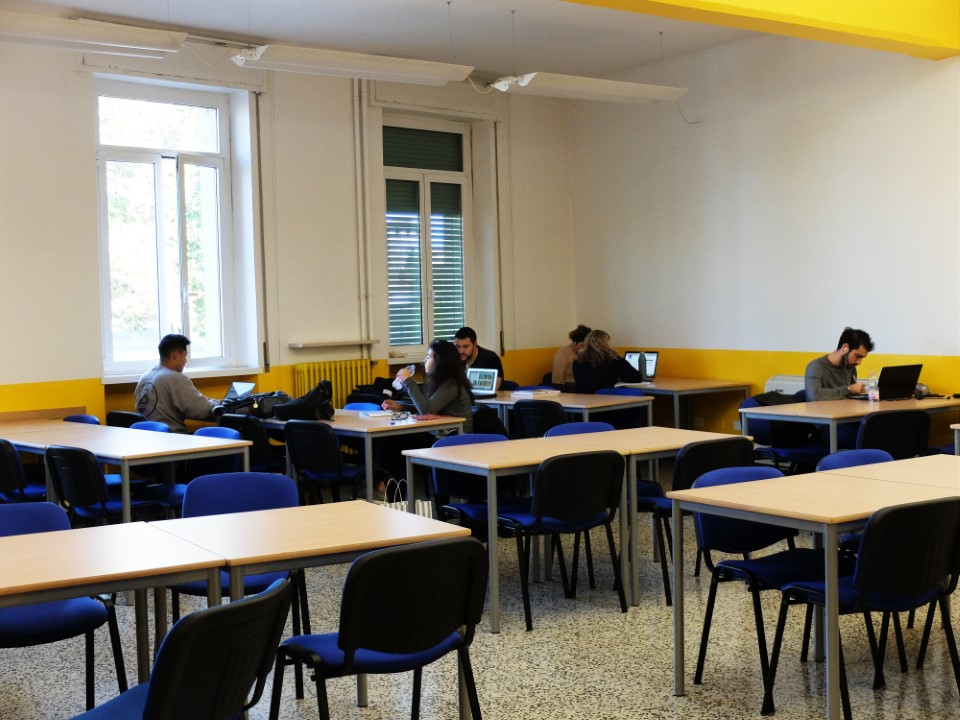 Students take advantage of the study room between classes.