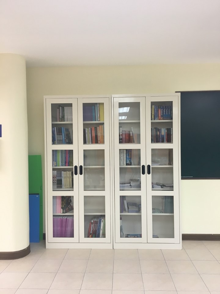 Small library and textbooks.