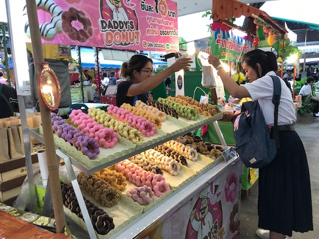 A variety of food vendors are available on campus at Khon Kaen University