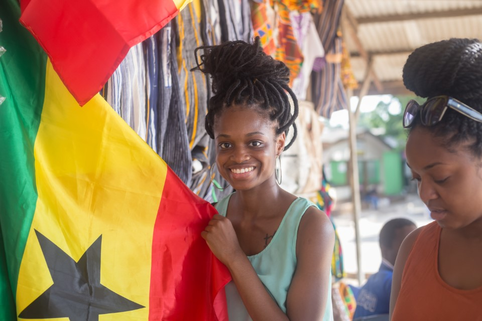 A student with the Ghanaian flag