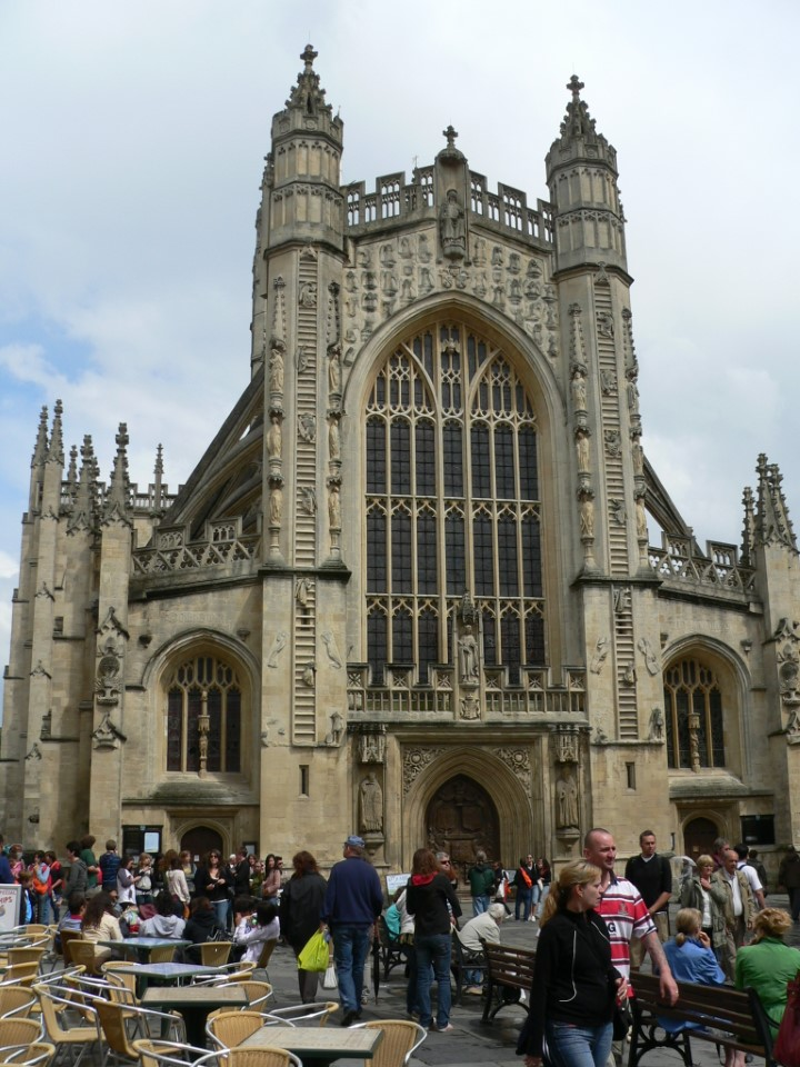 Bath Abbey is a Gothic cathedral resting at the heart of the city. If you climb the 212 steps to the top, you will be mesmerized by an exceptional view of Bath