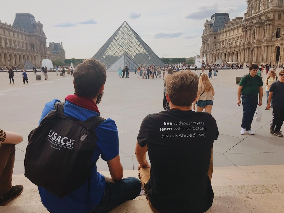 Students looking at the Louvre Pyramid
