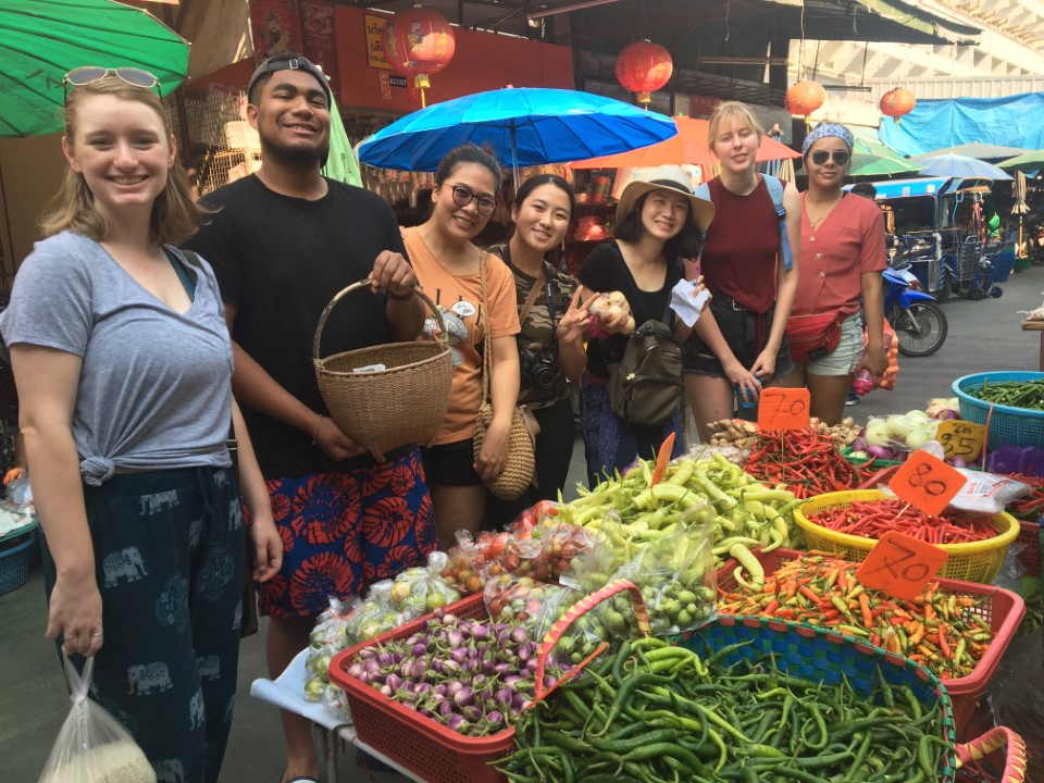 Students try their hand at shopping in the local Thai market.
